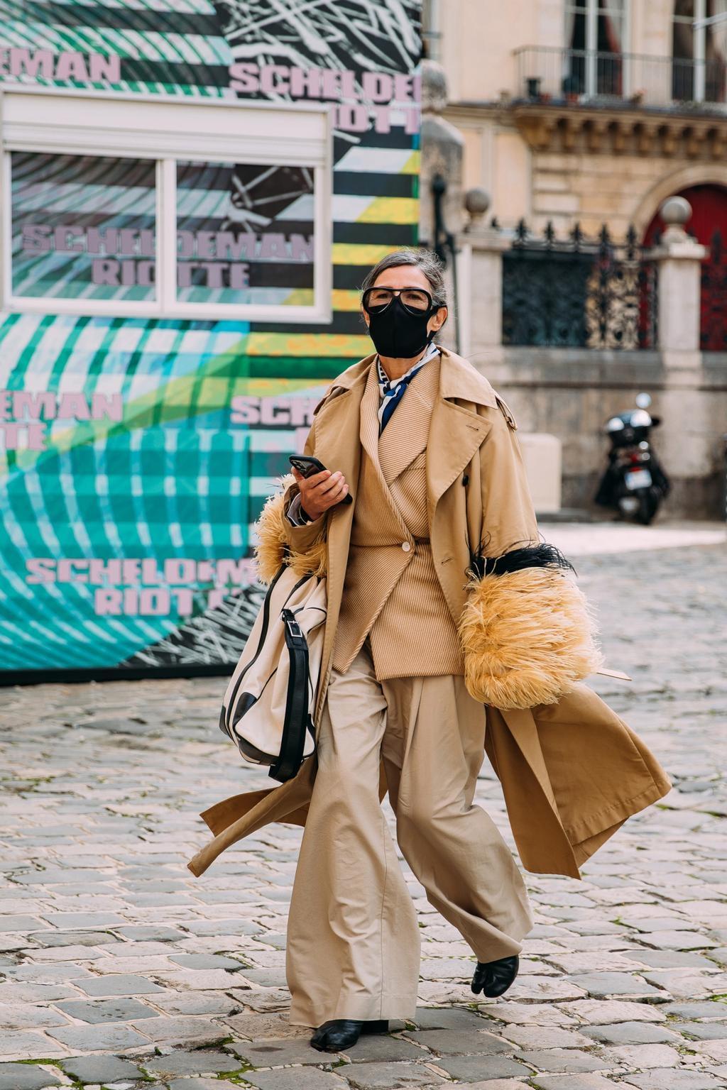 Khẩu trang đen được chuộng ở Paris Fashion Week - Hình 10