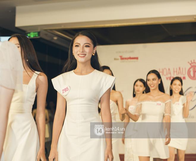 Loạt ảnh bóc hình thể thật của top 60 Hoa hậu Việt Nam 2020 trước đêm bán kết: Có thí sinh lộ body không như mơ! - Hình 8