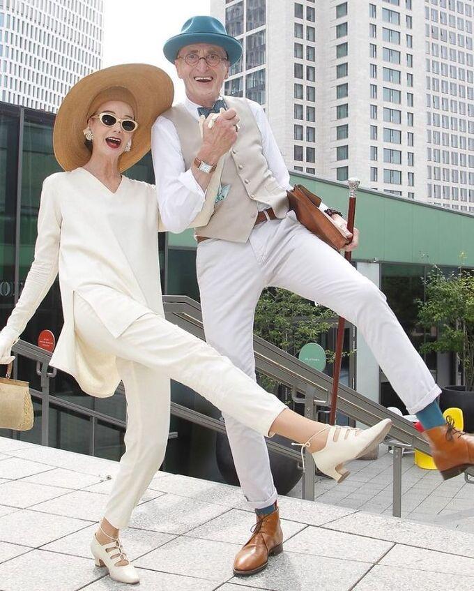 Cặp đôi 70 tuổi người Đức khoe gu thời trang cực chất - Hình 2