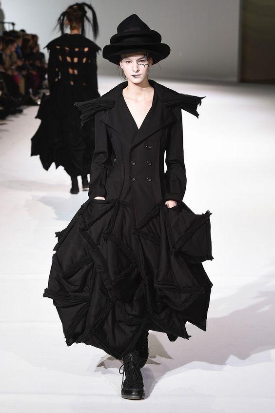 Nhà thiết kế Nhật lừng danh với phong cách phản thời trang độc đáo - Hình 7