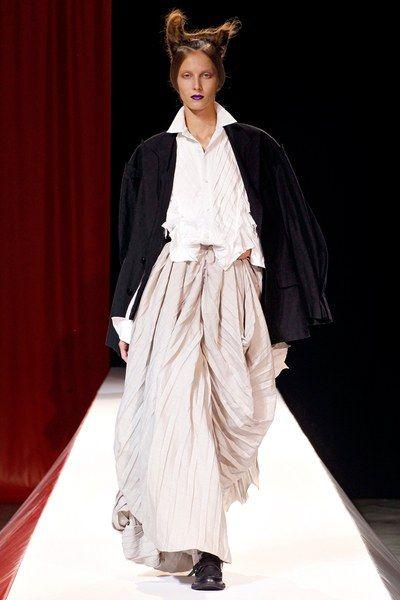 Nhà thiết kế Nhật lừng danh với phong cách phản thời trang độc đáo - Hình 4