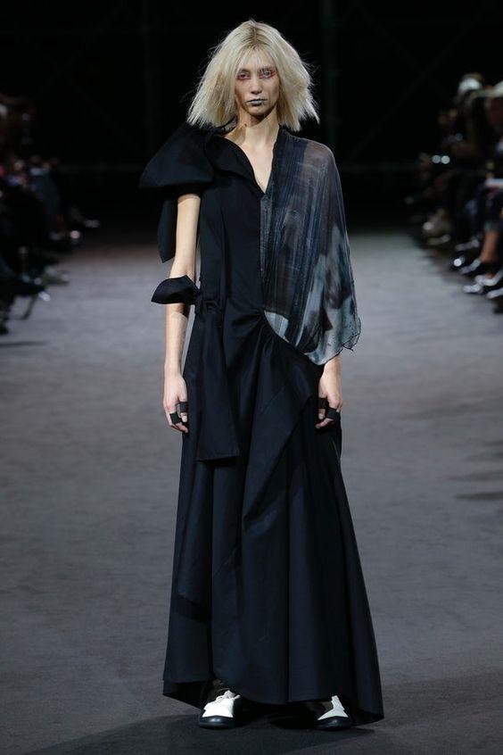 Nhà thiết kế Nhật lừng danh với phong cách phản thời trang độc đáo - Hình 2