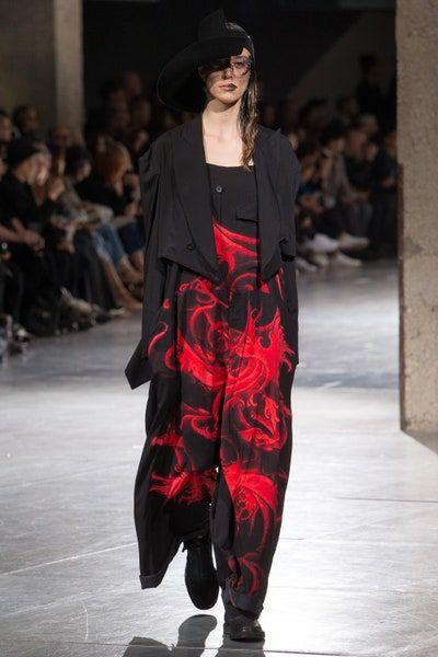 Nhà thiết kế Nhật lừng danh với phong cách phản thời trang độc đáo - Hình 6