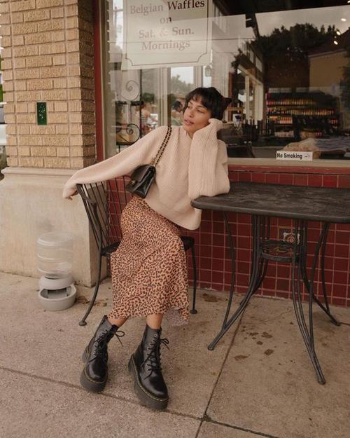 Phối áo len dạo phố - Hình 6