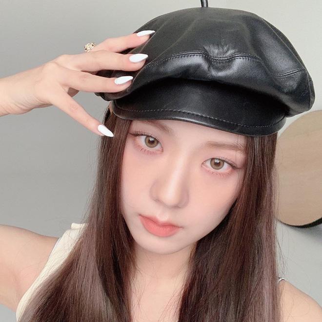 5 kiểu mũ được sao Hàn yêu thích trong mùa lạnh, vừa giúp giữ ấm vừa để chụp hình siêu xinh - Hình 11