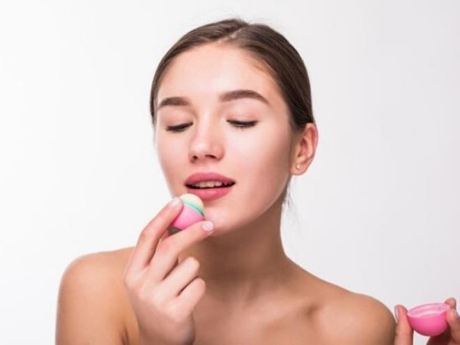 Mẹo hay giúp giảm bớt tình trạng thâm môi - Hình 2
