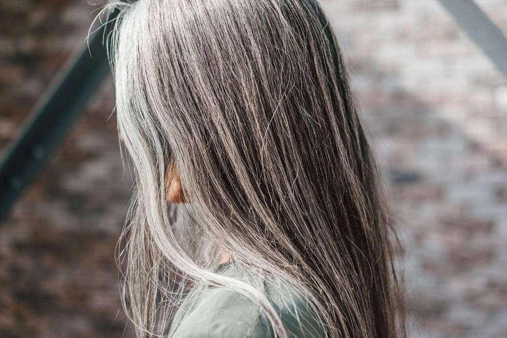 7 nguyên nhân khiến người trẻ có tóc bạc - Hình 1