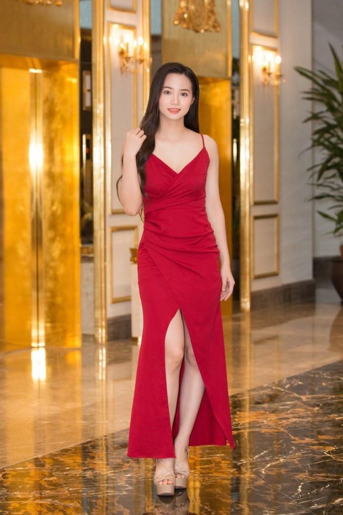 Chơi trội diện bikini 2 mảnh, 10X nổi bần bật giữa dàn thí sinh Hoa hậu Việt Nam 2020 - Hình 9