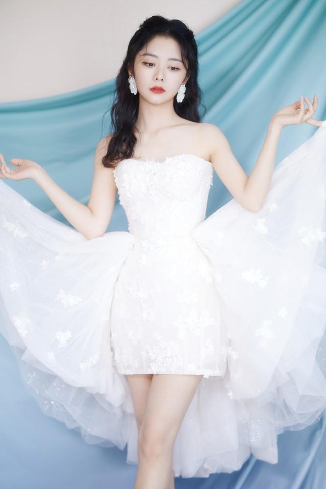 Loạt mỹ nhân Hoa ngữ khoe sắc vóc cực phẩm tại sự kiện Lễ độc thân - Hình 12