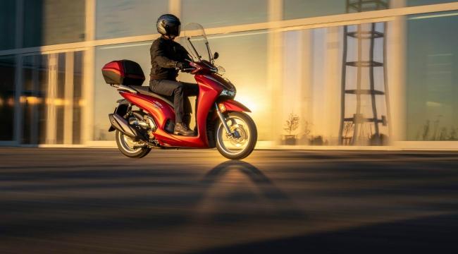 Cận cảnh vua tay ga mới 2021 Honda SH350i vừa ra lò - Hình 1