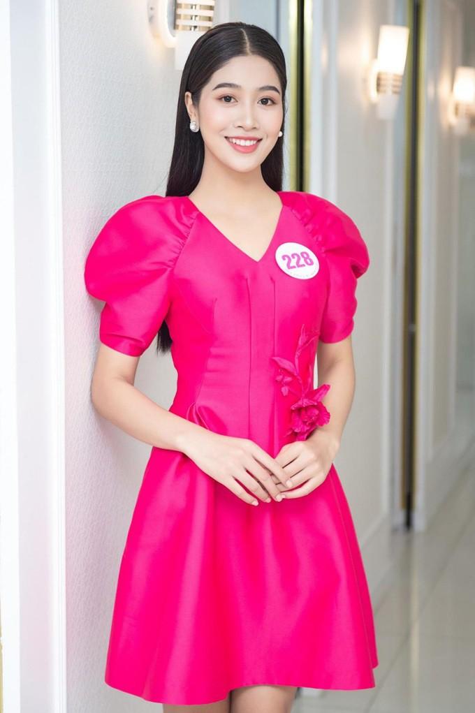 Nữ tiếp viên hàng không thi hoa hậu sở hữu gu thời trang thanh lịch - Hình 6