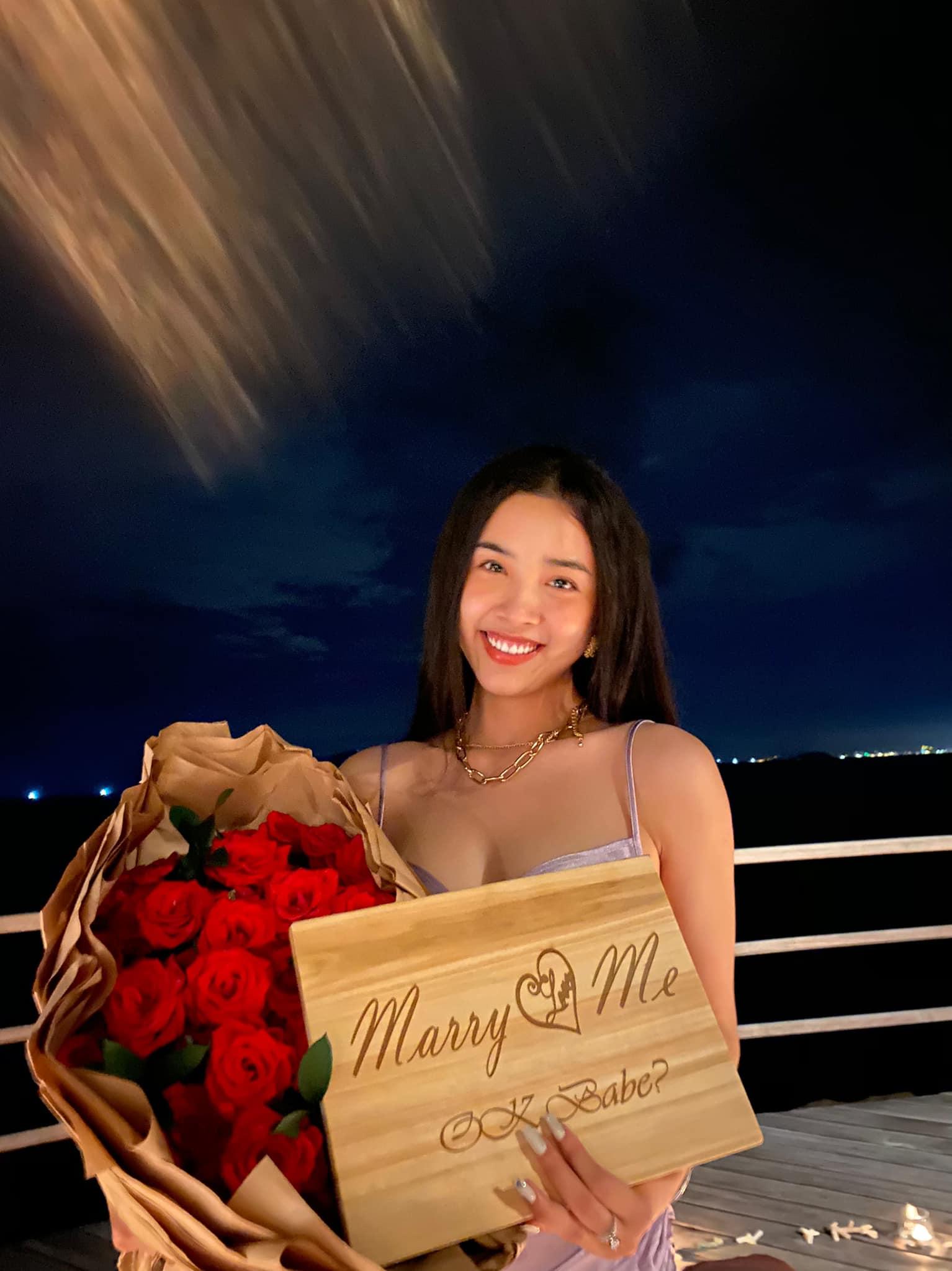 HOT: Á hậu Thuý An được bạn trai cầu hôn lãng mạn sau 3 năm hẹn hò kín tiếng, gần hết nhiệm kỳ đã có tin vui - Hình 3