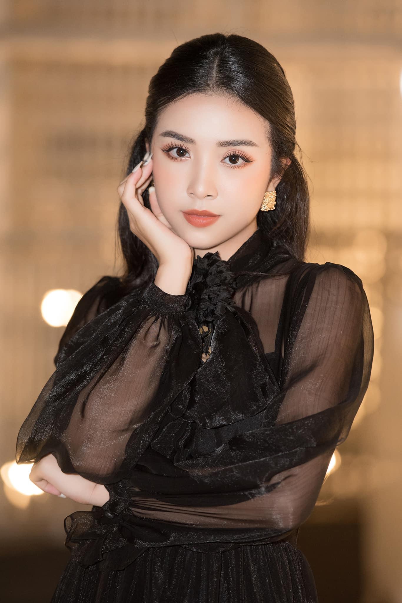 HOT: Á hậu Thuý An được bạn trai cầu hôn lãng mạn sau 3 năm hẹn hò kín tiếng, gần hết nhiệm kỳ đã có tin vui - Hình 5
