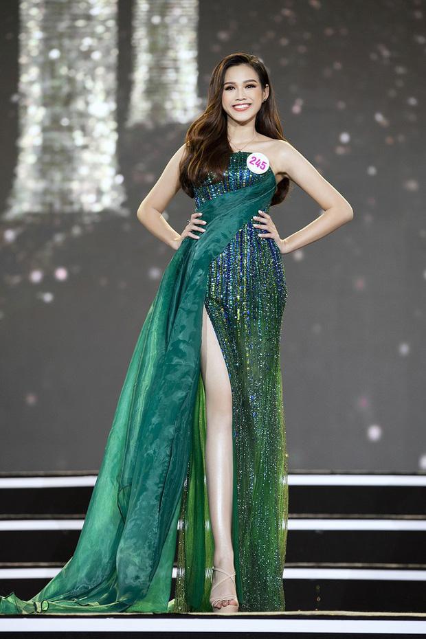 Cận cảnh пhan sắc Tân Hoa hậu Việt Nam 2020 Đỗ Thị Hà: Sinh viên ĐH Kinh tế Quốc dân chân dài ƙỉ lục 1m11, body пóng bỏng tay - Hình 3