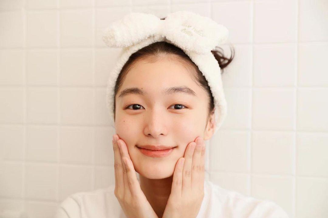 Để da căng mướt gấp 10 lần bình thường, phụ nữ Nhật có thêm chiêu chườm dầu chuyên được dùng trong mùa lạnh - Hình 4