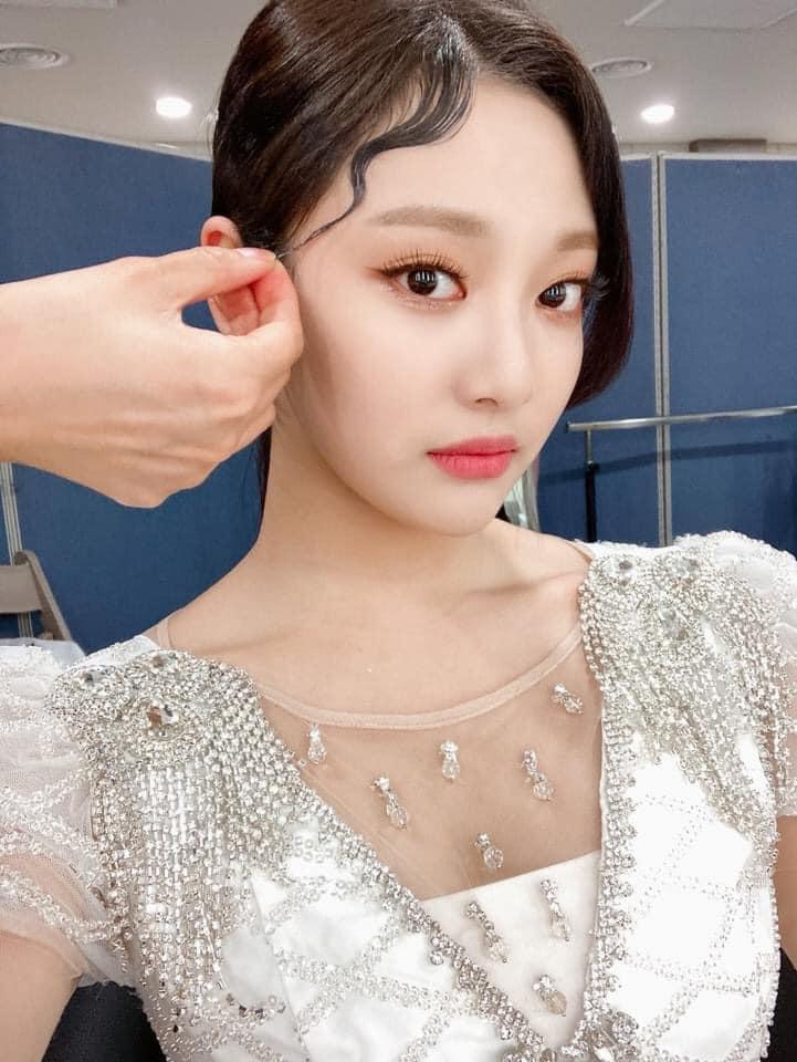Aespa vừa debut đã bị fan kêu phân biệt đối xử khi cố tình makeup nhạt nhòa cho 1 thành viên - Hình 5
