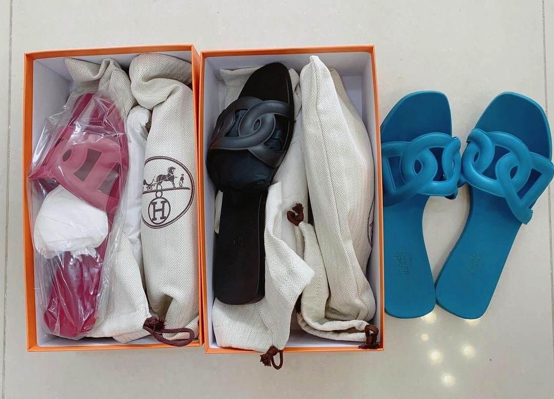 Hari Won gửi tặng dép bệt đắt đỏ tới cả mẹ chồng và mẹ đẻ - Hình 1