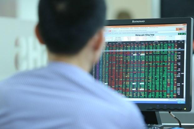 VN-Index lần đầu tiên trong năm 2020 vượt mốc 1.000 điểm - Hình 1