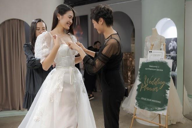 Lộ ảnh Doãn Hải My đi thử váy cưới cùng mẹ, sau khi Đoàn Văn Hậu ghé thăm nhà - Hình 2