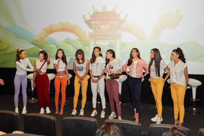 9 thí sinh Hoa hậu, Á hậu hoá SNSD trong buổi công chiếu show thực tế Vietnam Why Not - Hình 1