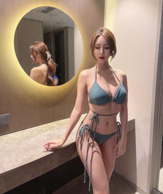 Bị chê quá kín đáo, nữ gymer chiêu đãi fan với bộ bikini mỏng manh khoe vẻ đẹp đẫy đà - Hình 4