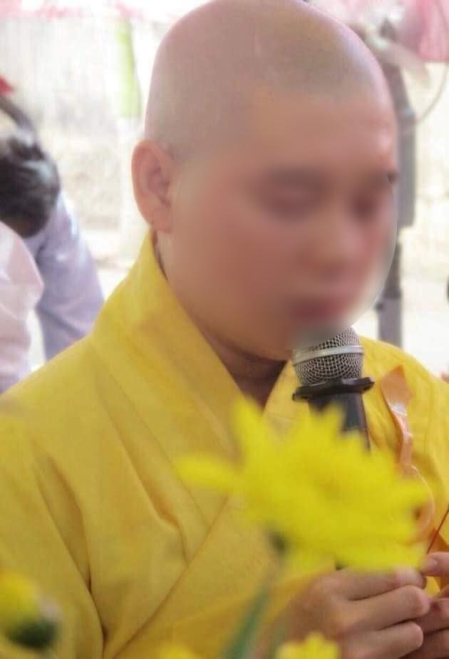SỐC - Sư thầy Bến Tre lộ ảnh lếu lều trong khách sạn, bị Giáo hội Phật giáo cắt chức - Hình 2