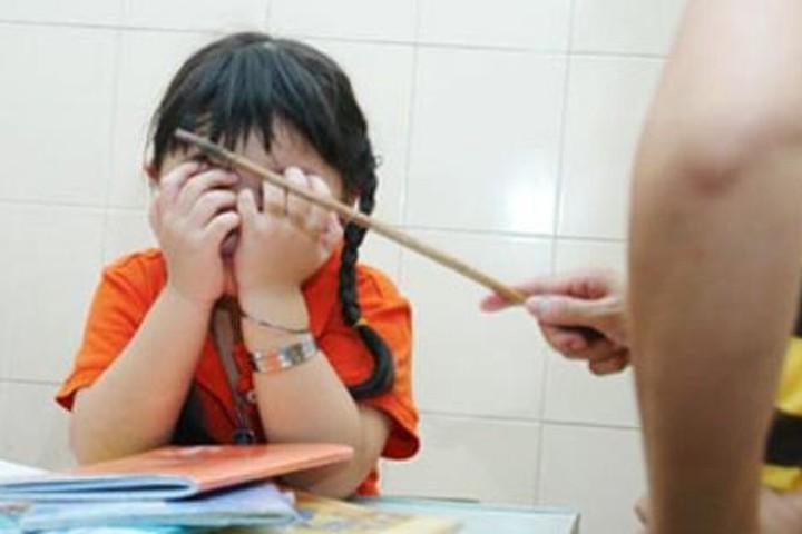 Phụ huynh vật lộn dạy con mỗi tối: Tiến sĩ giáo dục chỉ ra sai lầm 'chết người' - Hình 1
