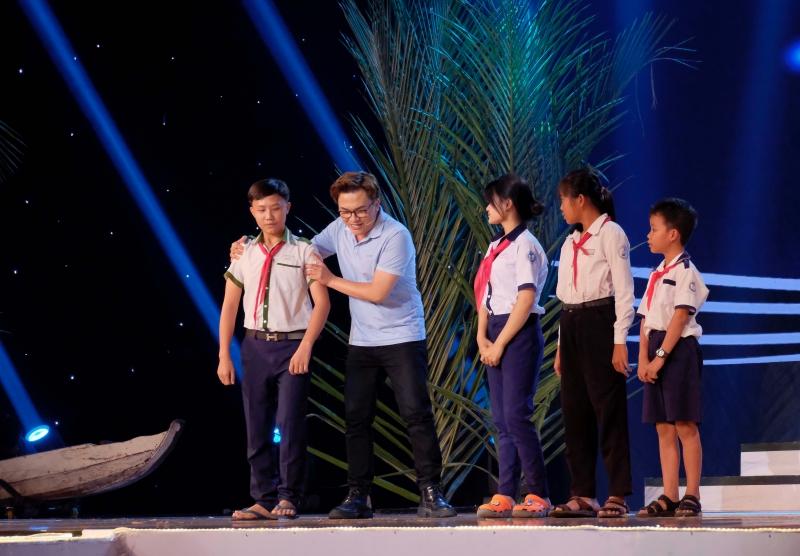 Võ Tấn Phát, Bảo Kun đối đầu trong đêm chung kết Én Vàng Nghệ Sĩ 2020 - Hình 2