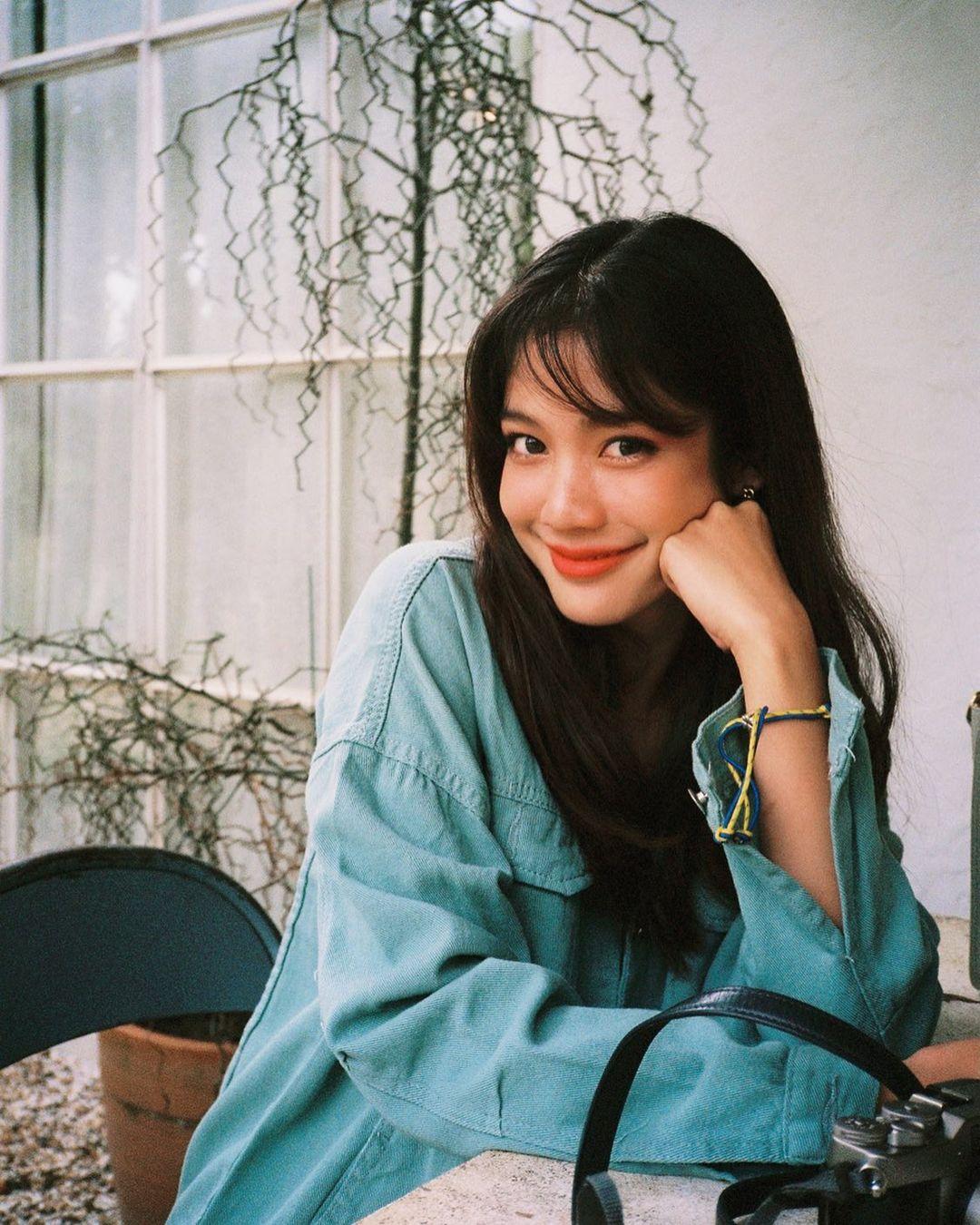 Học style tóc của gái Hàn chán chê rồi, bạn hãy thử tham khảo 4 kiểu tóc đẹp mê của gái Thái - Hình 10