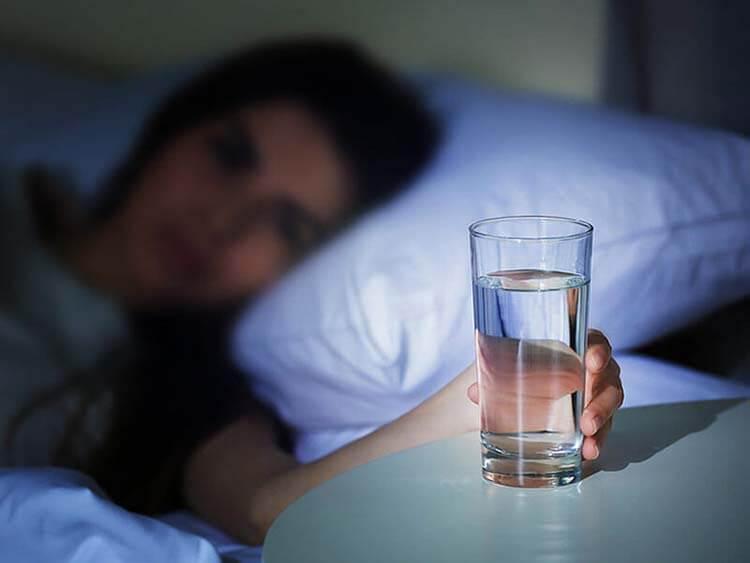 Bỏ ngay 5 thói quen này trước khi ngủ nếu không muốn vòng bụng ngấn mỡ - Hình 3
