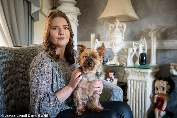 Chỉ vì nhuộm tóc mà cô gái này suýt mất mạng, may nhờ chú chó cưng phát hiện ra kịp thời - Hình 2