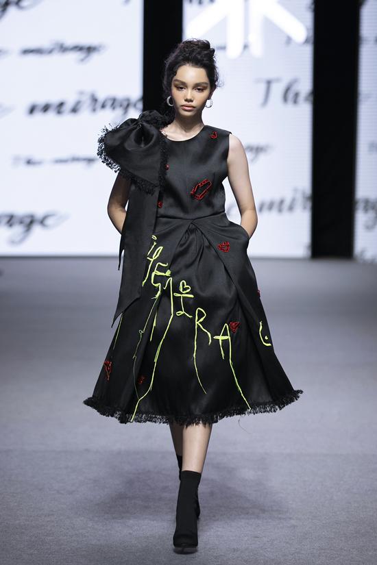 Mẫu nhí Alex diện váy 5.500 USD - Hình 2