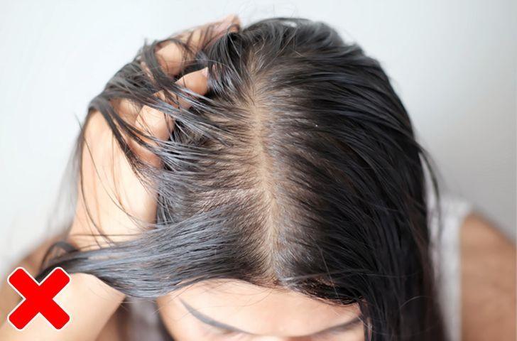 Trị tóc rụng như gái Pháp: Đầu tư một lọ tinh chất bởi tóc rụng cũng do lão hóa và chẳng chừa một ai - Hình 3