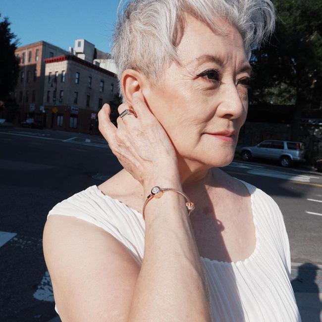 Các quý bà U50 - 70 gọi tên 5 sản phẩm chống già họ mê nhất, hiệu quả thể hiện trên chính làn da khỏe đẹp bất chấp thời gian - Hình 1