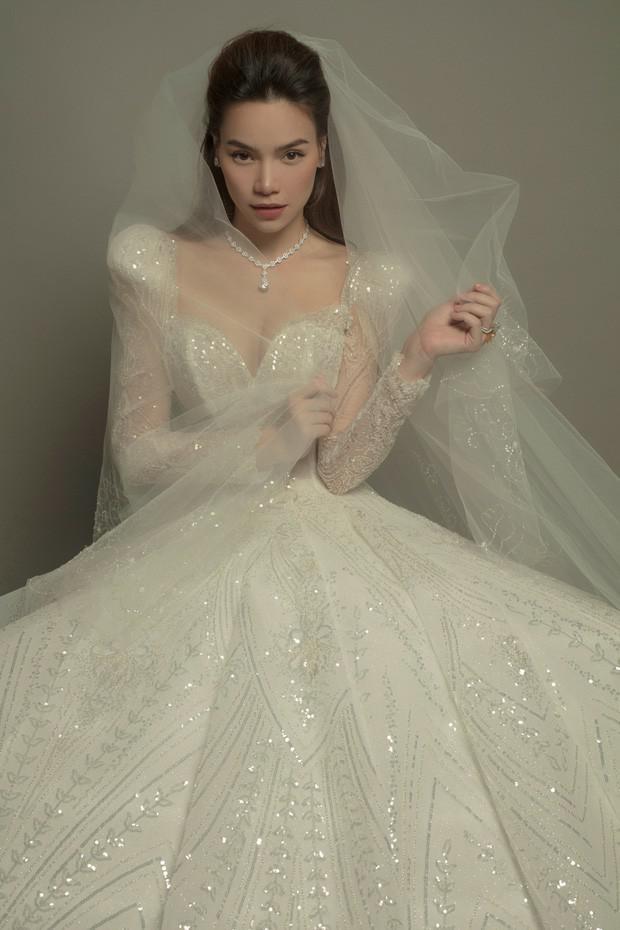 Hồ Ngọc Hà khoe ảnh lộng lẫy trong bộ váy cưới, nhan sắc bà mẹ 3 con ngày một lên hương - Hình 2