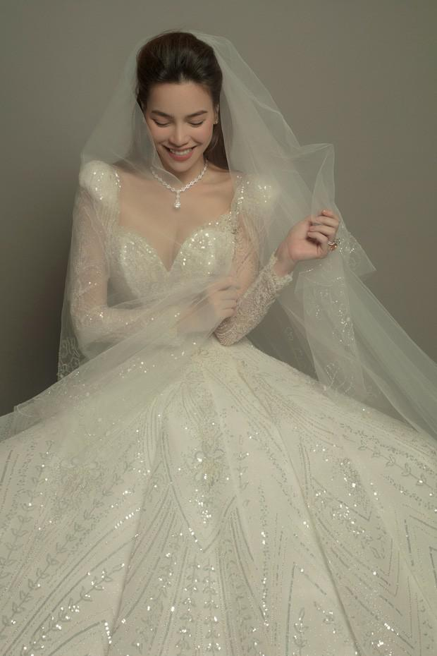 Hồ Ngọc Hà khoe ảnh lộng lẫy trong bộ váy cưới, nhan sắc bà mẹ 3 con ngày một lên hương - Hình 4