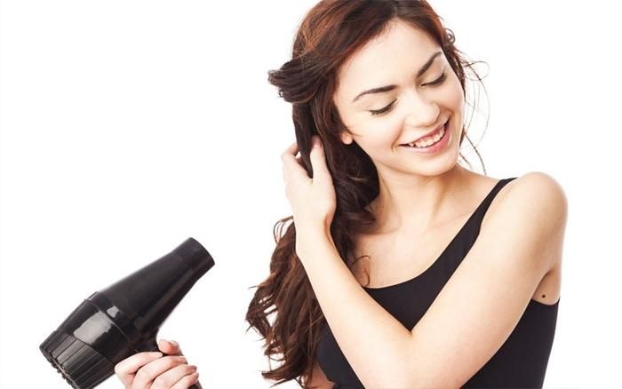 5 mẹo chữa cháy mái tóc bết dính trong mùa đông khi nàng lười gội đầu - Hình 3