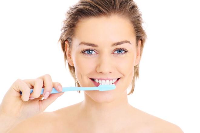 7 cách làm trắng răng dễ thực hiện tại nhà - Hình 5