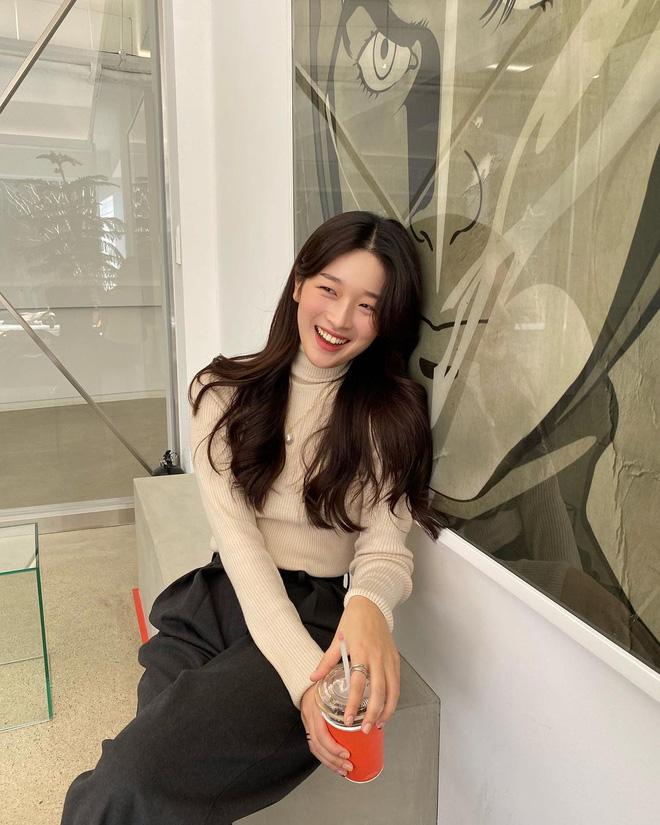 Học gái Hàn cách mix đồ đẹp đỉnh với áo len cổ lọ, lạnh đến mấy cũng sẽ thấy ấm mà vẫn thật trendy - Hình 3