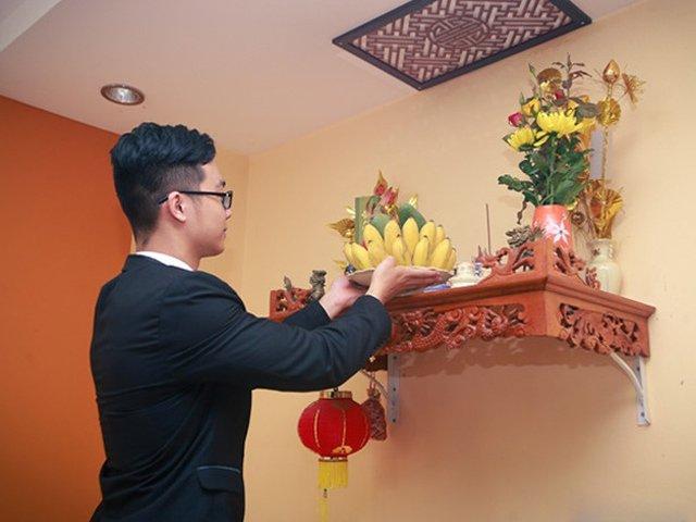 Cuối năm lau bàn thờ đừng dùng nước lã, làm theo cách này để tài lộc hanh thông, năm mới có phúc - Hình 1