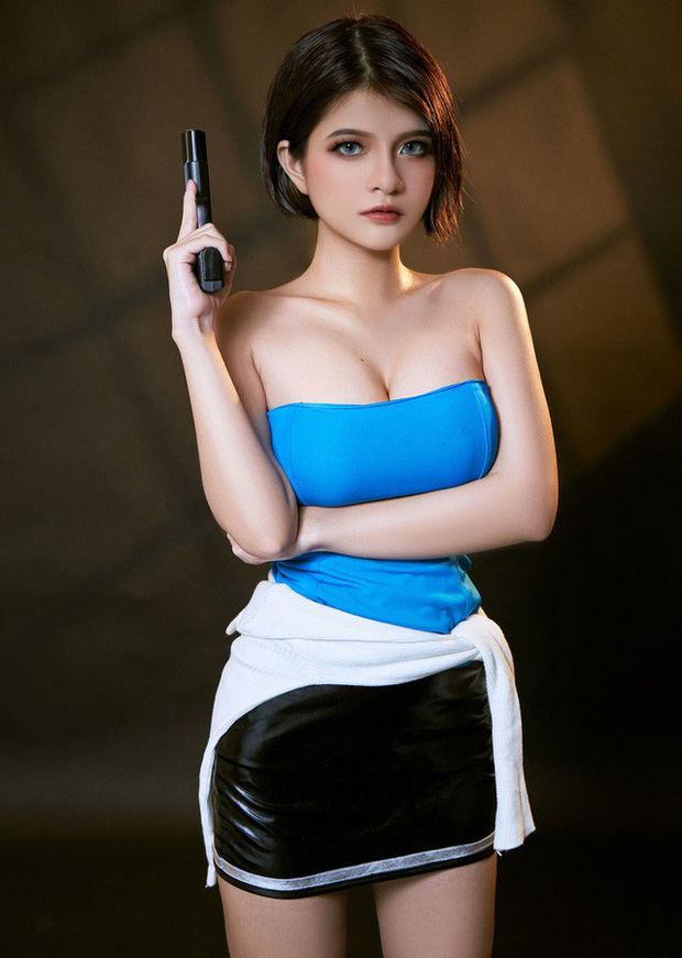 The Cosplayer transformed into Jill Valentine - photo 3