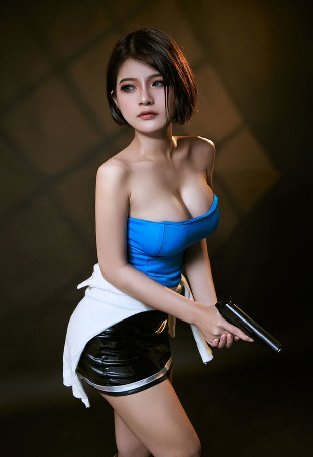 The Cosplayer transformed into Jill Valentine - photo 2