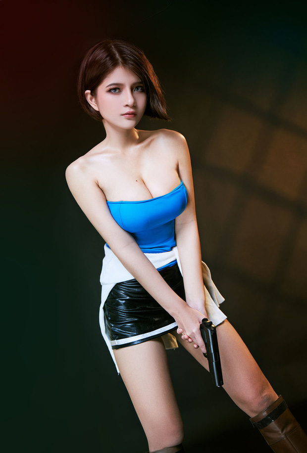 The Cosplayer transformed into Jill Valentine - photo 14