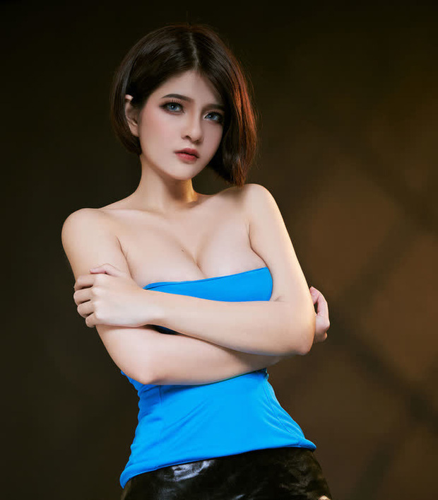 The Cosplayer transformed into Jill Valentine - photo 12