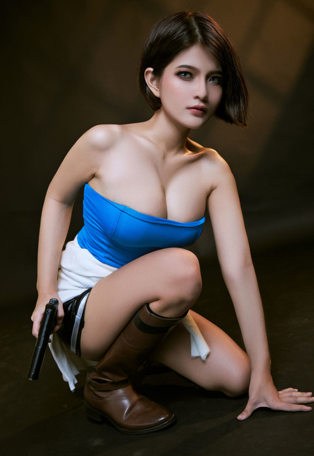 The Cosplayer transformed into Jill Valentine - photo 4