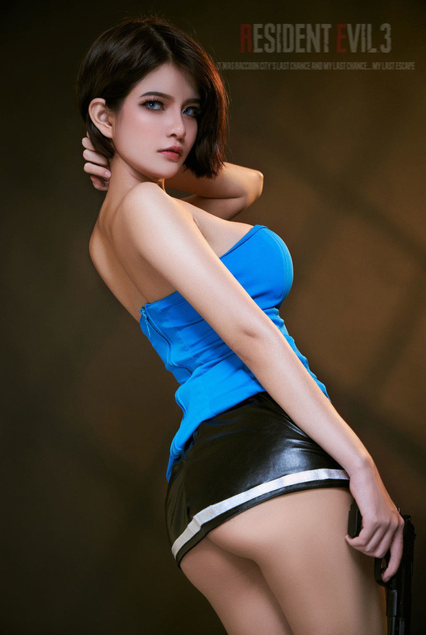 The Cosplayer transformed into Jill Valentine - photo 8