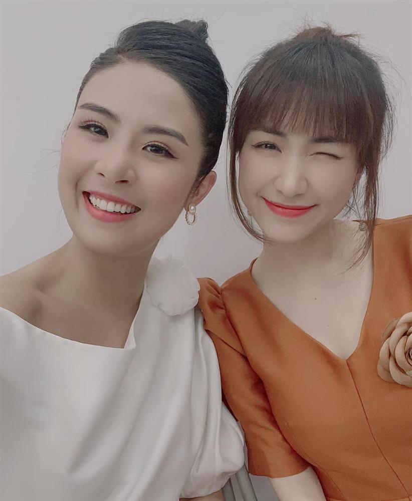 Hoa hậu Ngọc Hân phạm điều cấm kỵ khi đăng ảnh chụp cùng Hòa Minzy - Hình 1