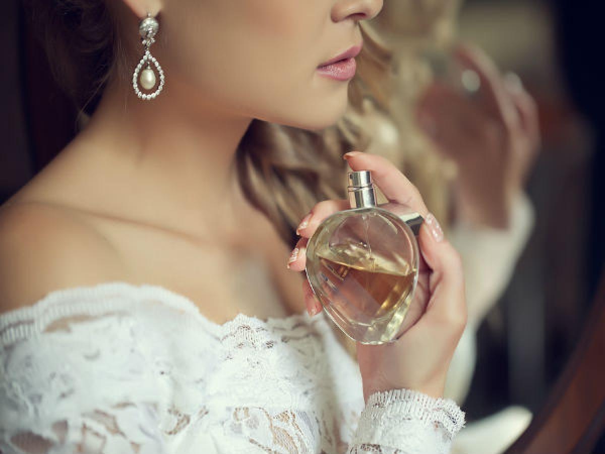 Mẹo sử dụng nước hoa giúp lưu giữ mùi hương suốt ngày dài - Hình 1
