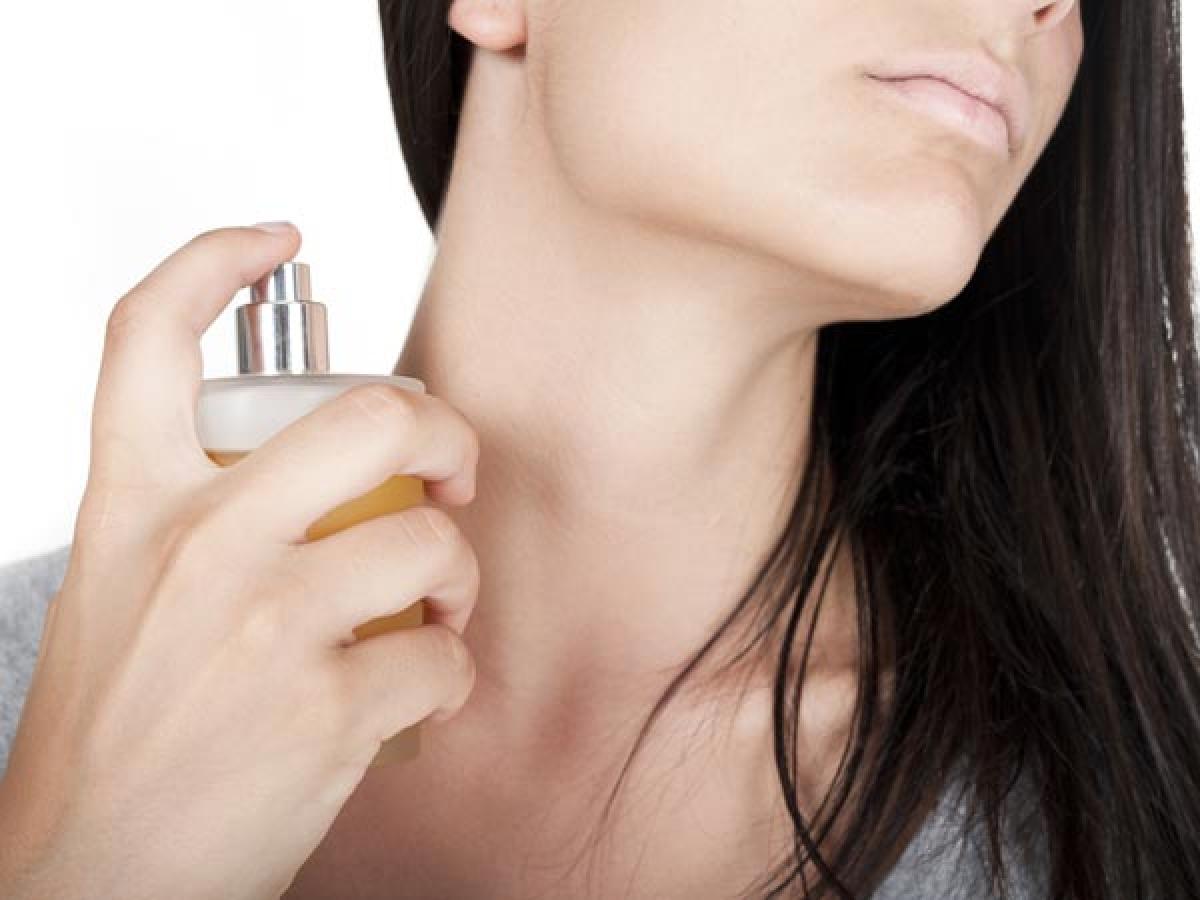 Mẹo sử dụng nước hoa giúp lưu giữ mùi hương suốt ngày dài - Hình 9