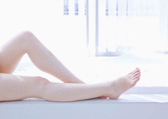 3 thói quen tại nhà của cô gái có đôi chân mềm, nuột được vạn người mê - Hình 1